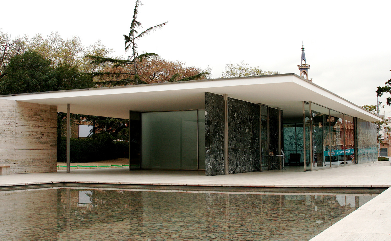 "Travertino, Onice dorato, Marmo Verde in the ""Barcellona"" pavilion"